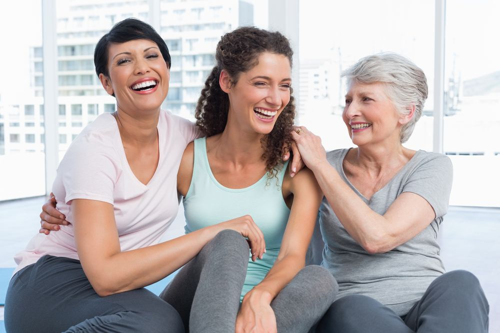 Grupo de mujeres riendo
